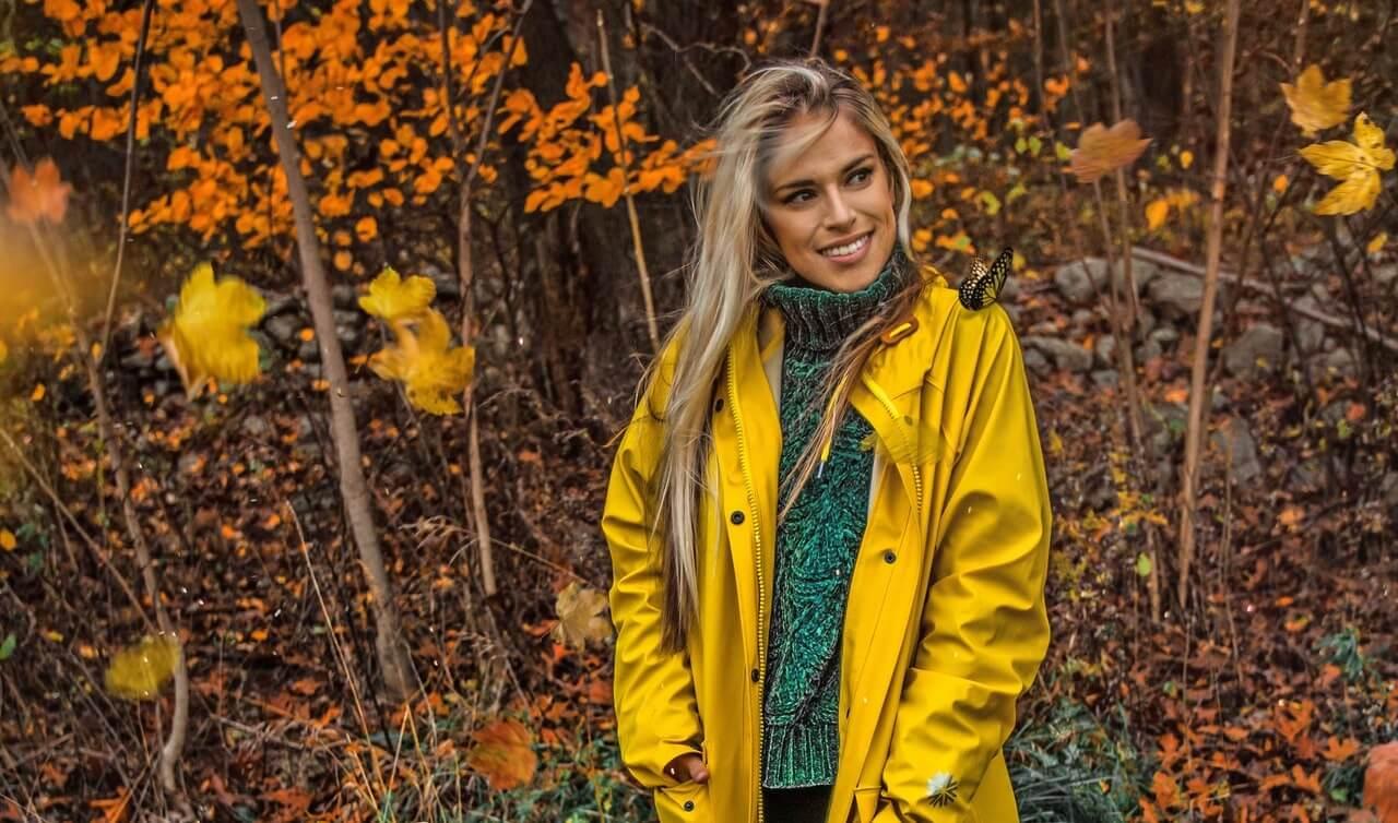 Žltý kabát na jeseň